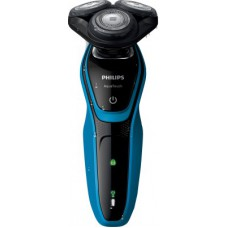 Deals, Discounts & Offers on Men - Phillips Aquatouch S5050 Shaver just at Rs.3695