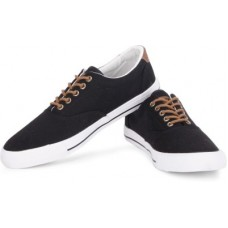 Deals, Discounts & Offers on Foot Wear - Lotto Aaron Canvas Shoes