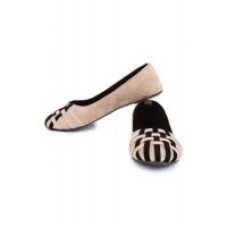 Deals, Discounts & Offers on Foot Wear - Upto 70% OFF on all women apparel and accessories.