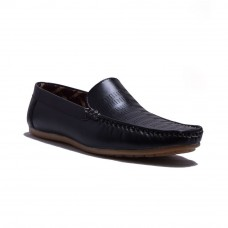 Deals, Discounts & Offers on Foot Wear - Flat 59% off on AT Classic Designable Shoes